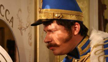 Создатели «Холопа» снимут комедию о чиновнике, которому везде видится Гарик Харламов