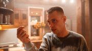Мальчишник в Гомеле: Александр Головин употребляет запрещенные вещества в фильме «Спайс бойз»