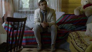 «Как Надя пошла за водкой»: Евгений Цыганов противостоит алкоголю и псине
