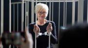 Белая клетка, темные люди: Репортаж со съемок сериала «Самка богомола» с Ириной Розановой и Павлом Чинаревым